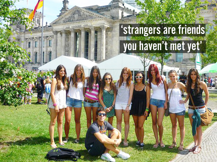 make friends while travelling solo