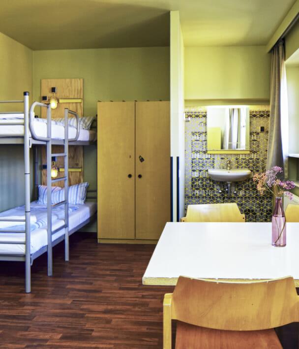 Pokoje z czterema łóżkami z wspólną łązienką